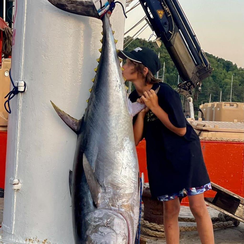 Lan Cestar ponosno je pozirao s velikom tunom