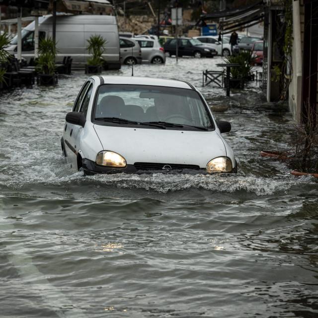 Zbog učestalih poplava luka Pekovac jedan je od gorućih problema u gradu