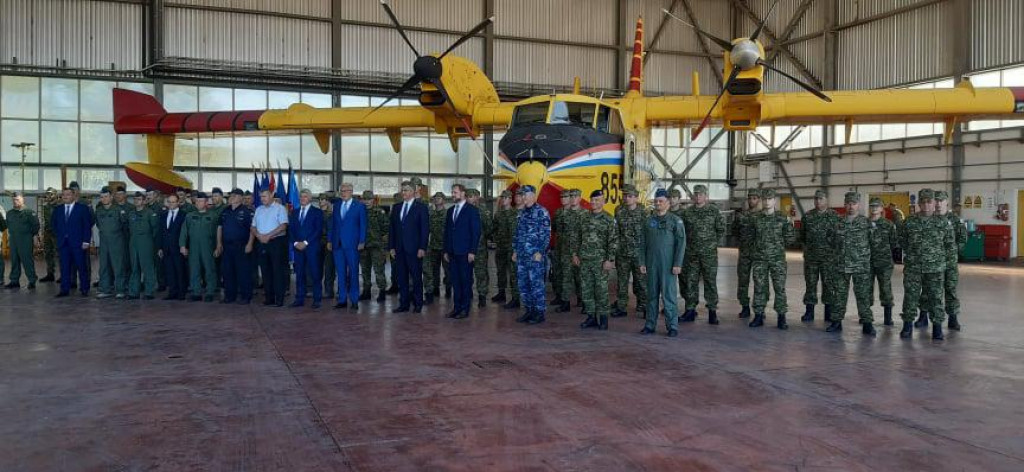 Piloti s premijerom i izaslanstvom Vlade RH