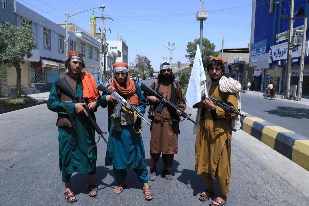 Sada se na fotografijama talibana vidi i moderno zapadno naoružanje umjesto 'dobrih starih' kalašnjikova