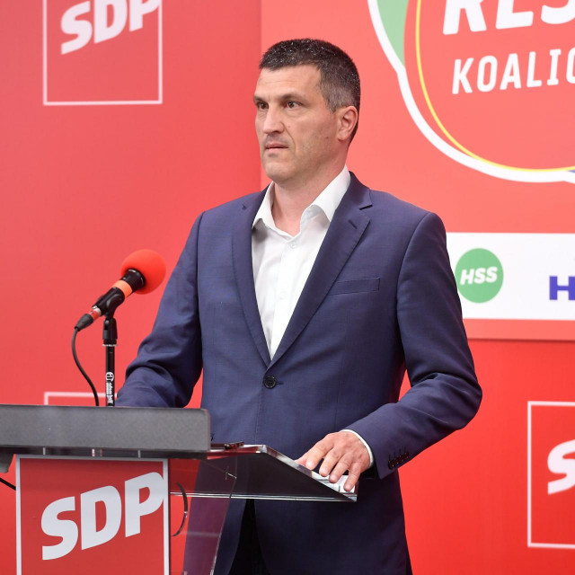 Nikša Vukas: Grbin je izbacio iz stranke 12 članova Glavnog odbora, što se nikad ranije nije dogodilo