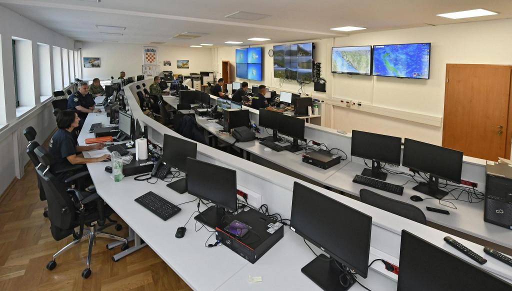 U OVZ-u ispred svih se nalazi veliki ekran, glavni panel s 96 kamera, koji prikazuju stanje na 96 lokaliteta