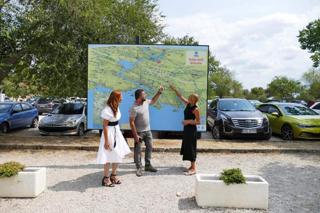 Velika mapa sliva rijeke Krke postavljena na ulazu u NP u Lozovcu