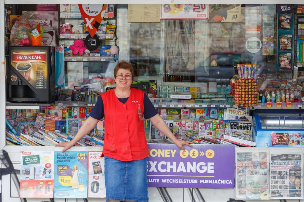 Na kiosku Tiska u Zrinsko Frankopanskoj ulici uplaćen je listić Lota 7, a dobitni listić prošao je kroz ruke prodavačice Anite Muslim.<br />