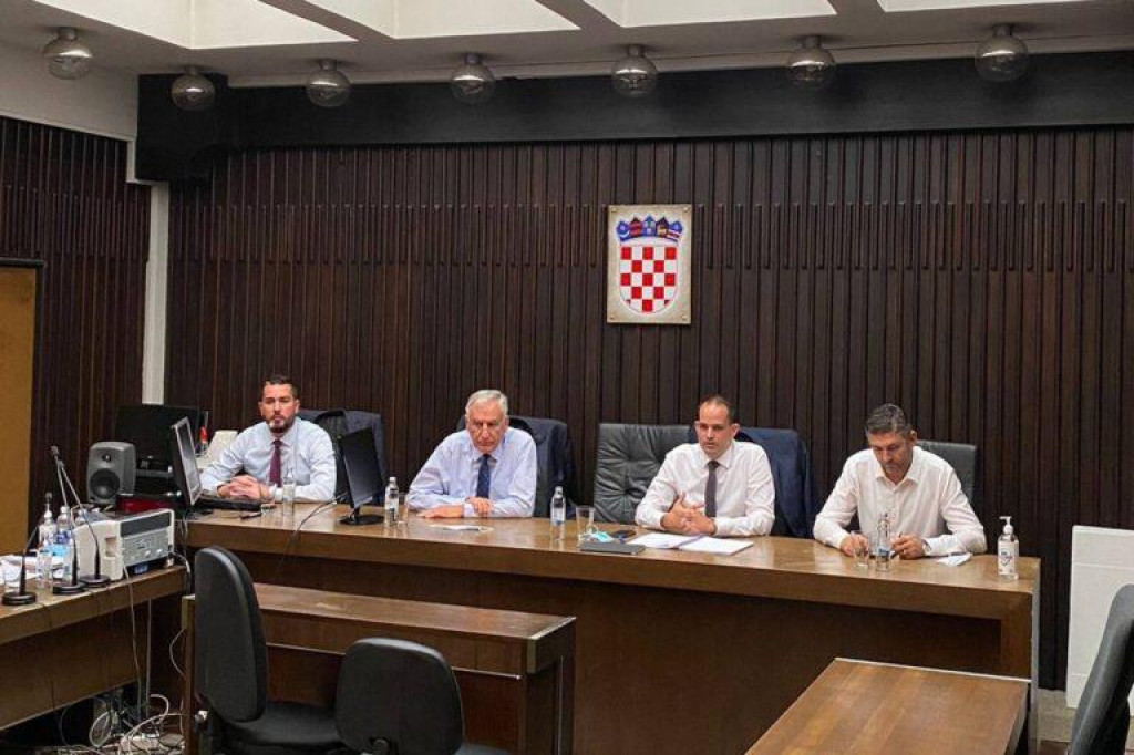Dobroslavić i Cebalo na radnom sastanku s ministrom Malenicom