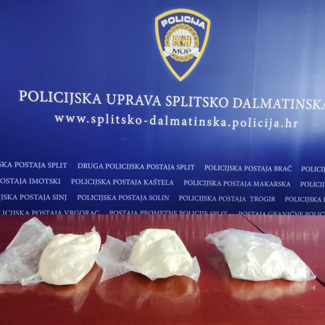 Zaplijenjeno pola kilograma kokaina i dva kilograma speeda