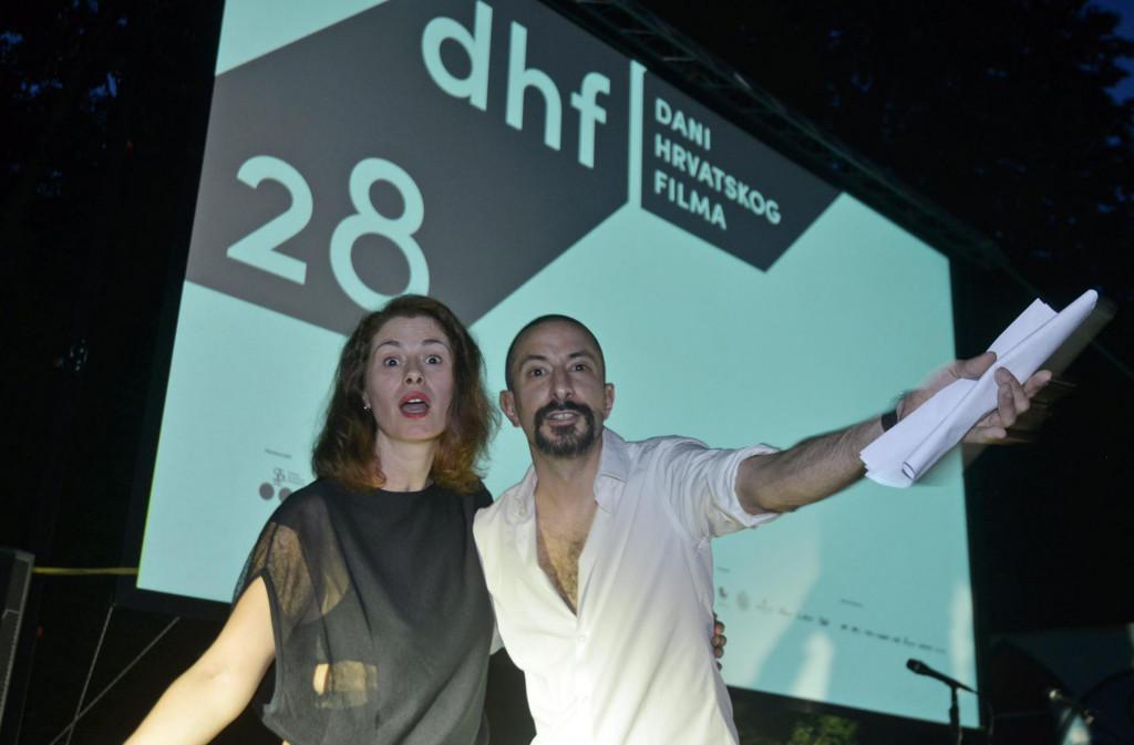 Na fotografiji: Glumci Marina Redzepovic i Asim Ugljen