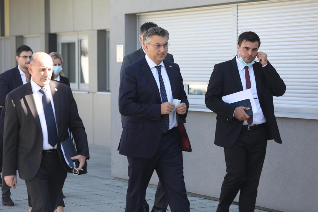 Premijer Andrej Plenković dolazi na sjednicu Stožera civilne zaštite RH za otklanjanje posljedica uzrokovani potresom<br /> <br />