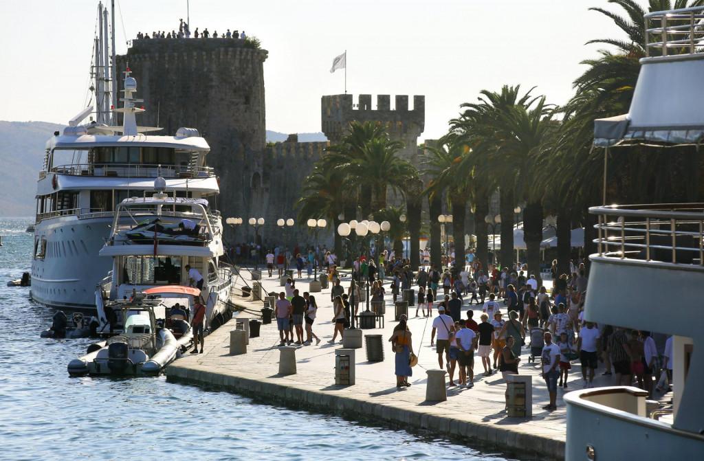 Pritvoreni A. R. ima registriran obrt za prijevoz i iznajmljivanje brodica<br />