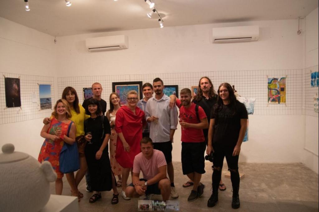 Mladi umjetnici iz Lumbarde na svoju izložbu privukli su 1000 posjetitelja, koliko stanovnika broji sama Lumbarda