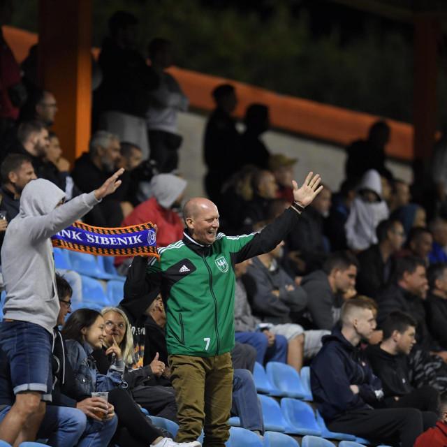 Publika na tribinama na utakmici između Šibenika i Istre