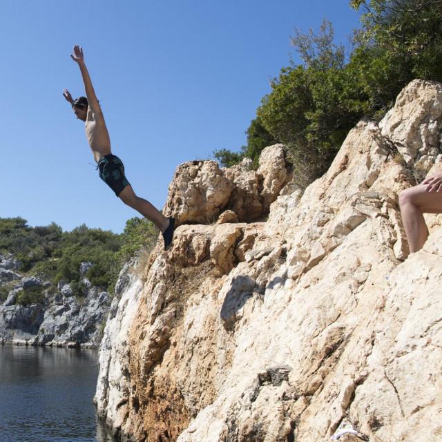 Poljak Zagos skače u Zmajevo jezero