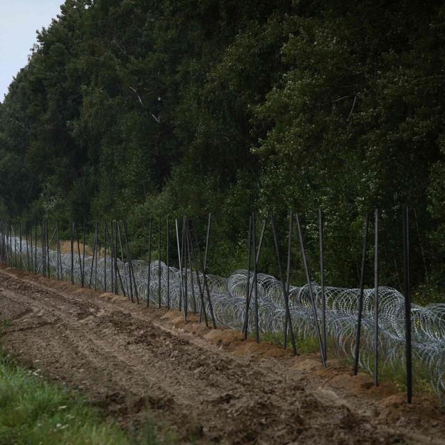 Poljska je na granici prema Bjelorusiji podigla bodljikavu žicu