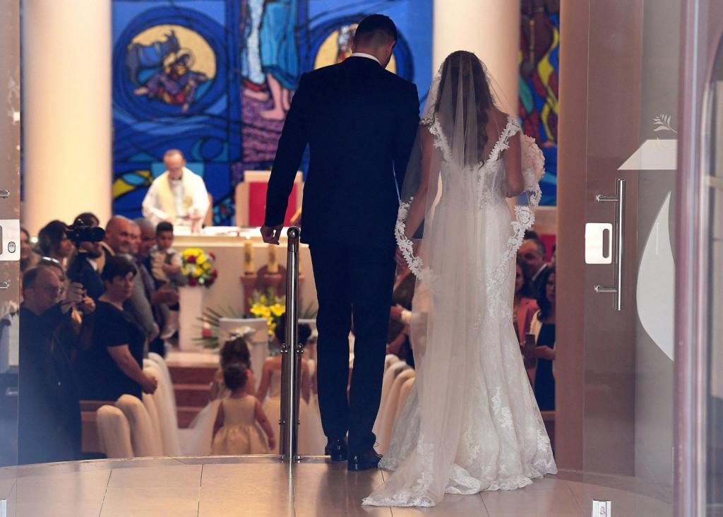 Pandemija je naštetila industriji vjenčanja, ali mladenci se ne predaju