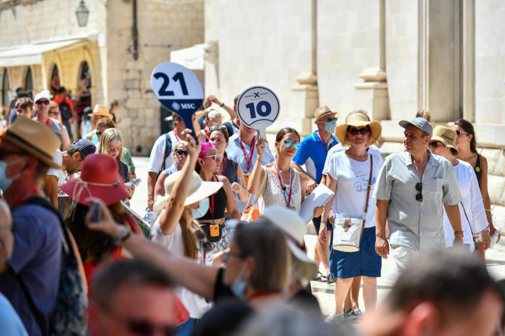 Dubrovnik, 090821.<br /> Poojacani posjeti turista i guzve na Stradunu.<br />