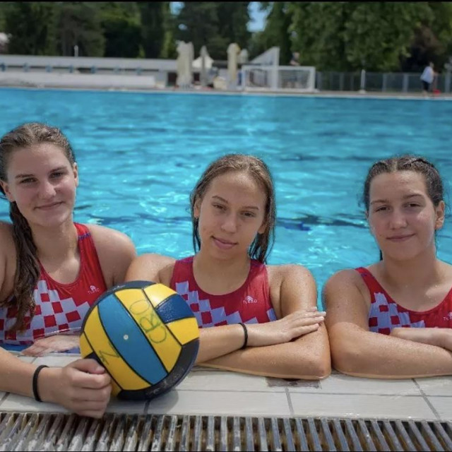 Tri šibenske cure, članice vaterpolske u-17 reprezentacije: Andrea Marić, Ana Goreta i Ana Desnica