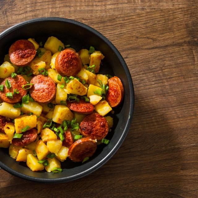 Krumpir i kobasice
