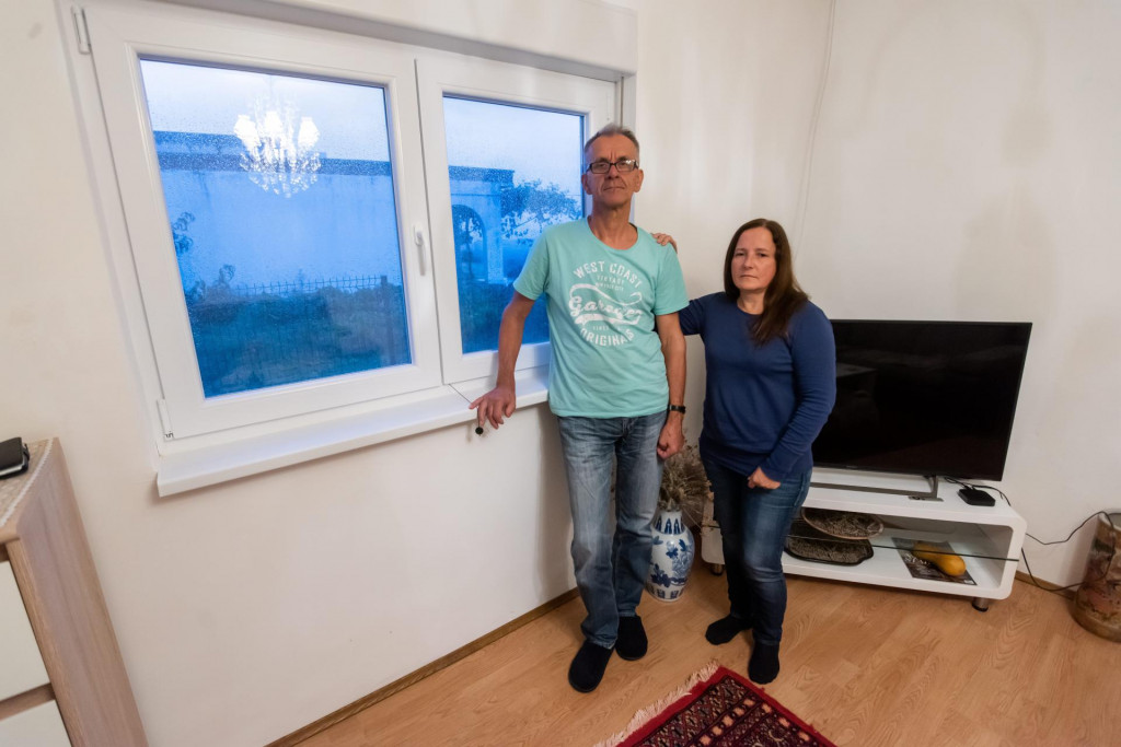 Makira (55) i Rasim (65) Kadić, dvoje umirovljenih državljana Švedske, kojima su otac i sin Mustać prijetili i vrijeđali ih po vjerskoj osnovi