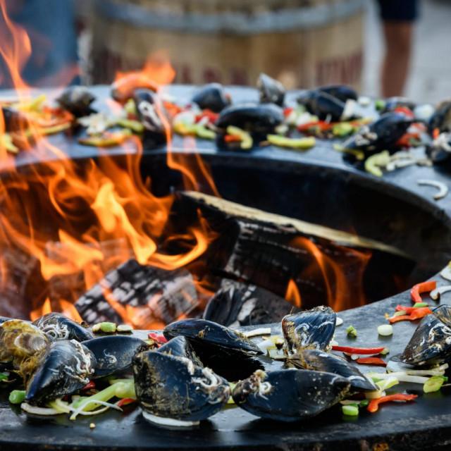 U mediteranskoj prehrani kao izvor proteina koriste se riba i školjkaši, koje je poželjno jesti barem 2 puta tjedno