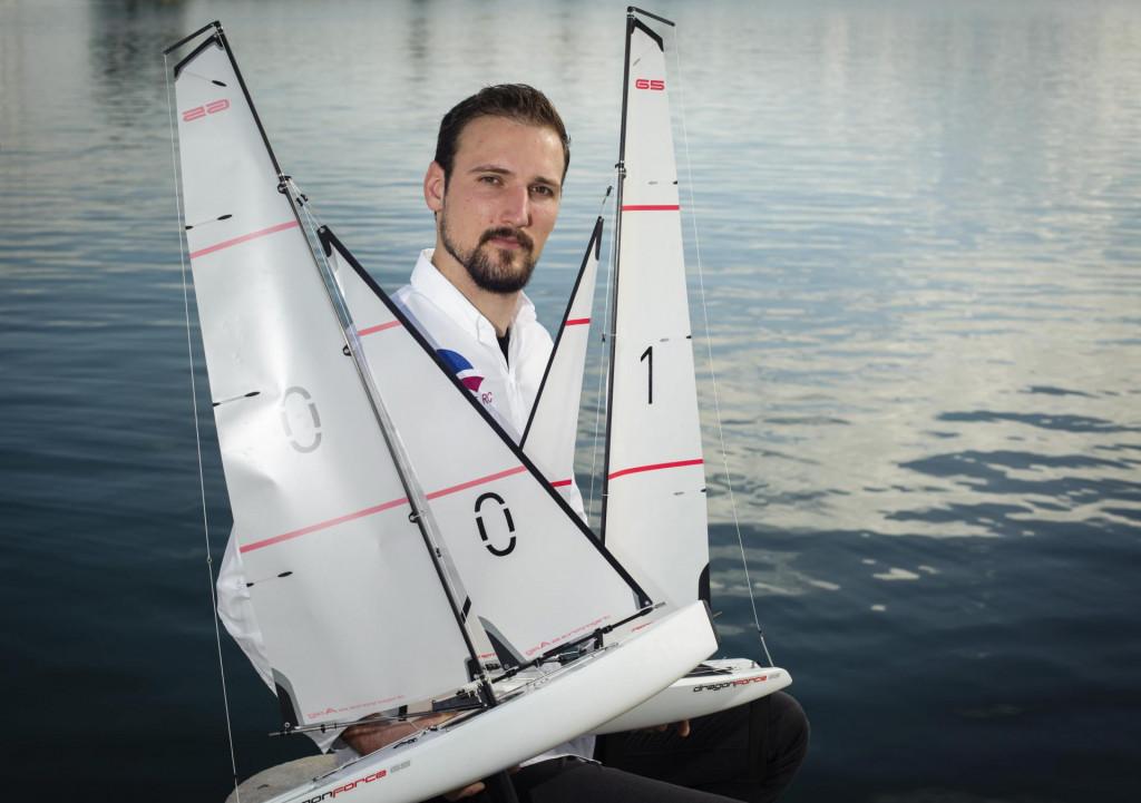 Josip Marasović, osnivač tvrtke Sailboat RC, s jedrilicama na radio-upravljanje