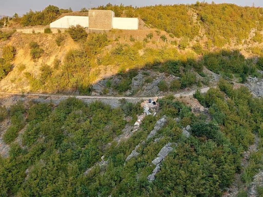 Istresanje građevinskog materijala u kanjon Zrmanje
