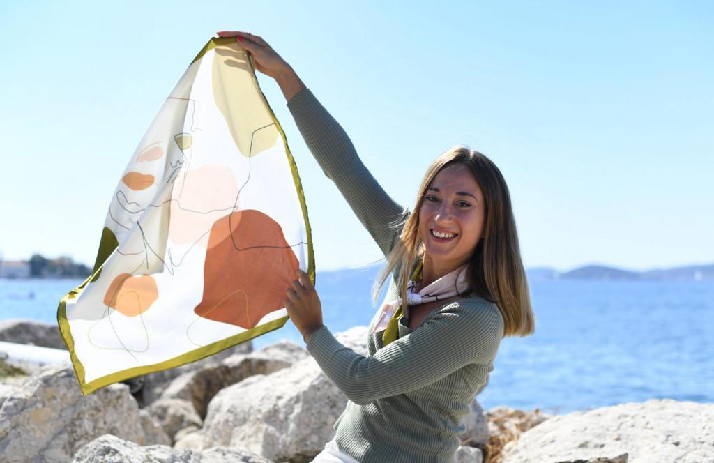 Melanie Jane Damjanic, mlada poduzetnica iz Zadra koja je osnovala Facol design koji se bavi izradom marama.<br />