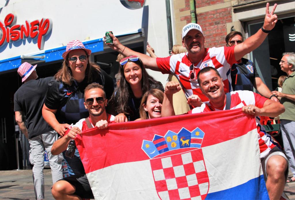 Ovako je bilo u Kopenhagenu uoči utakmice Hrvatska - Španjolska u osmini finala Europskog prvenstva. I navijači s hrvatskog juga su potegnuli do Danske, nema sumnje kako će i do Poljuda na utakmicu protiv Slovenije 7. rujna 2021. godine