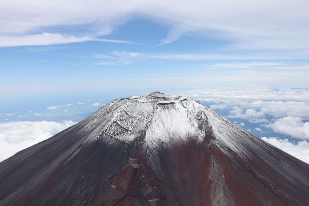 Fuji je udaljen stotinjak kilometara zapadno odTokija