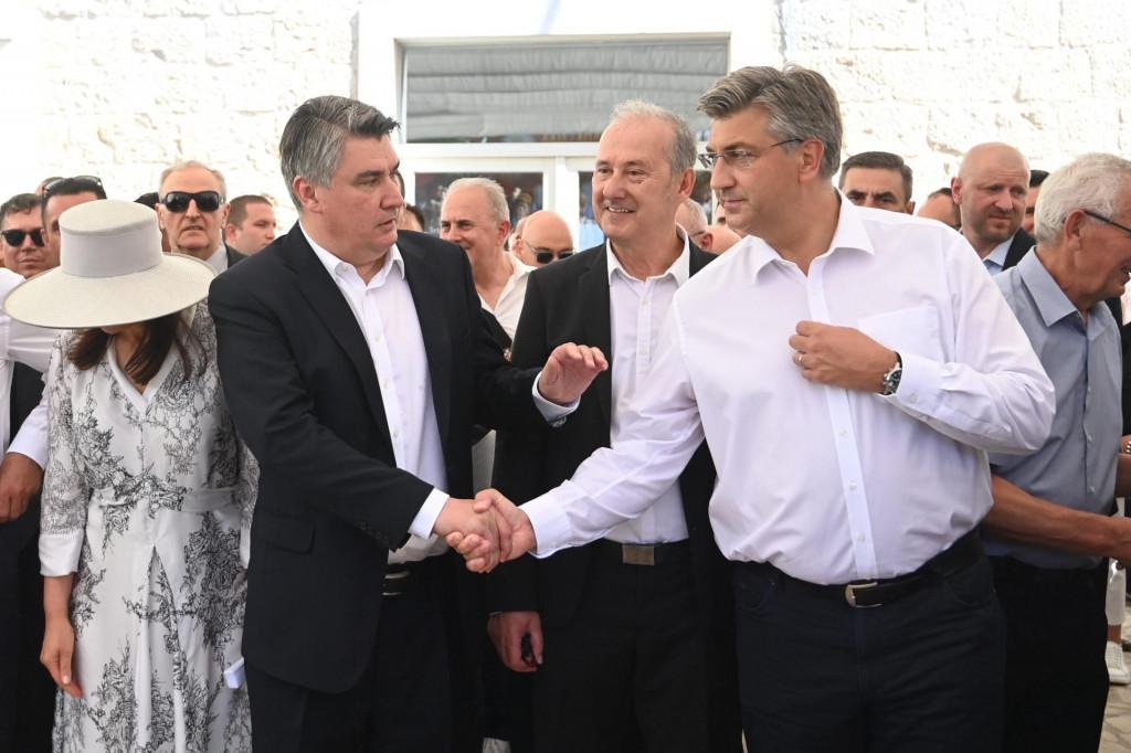 Na fotografiji: Zoran Milanović i Andrej Plenković snimljeni u Sinju tijekom održavanja Sinjske alke<br />