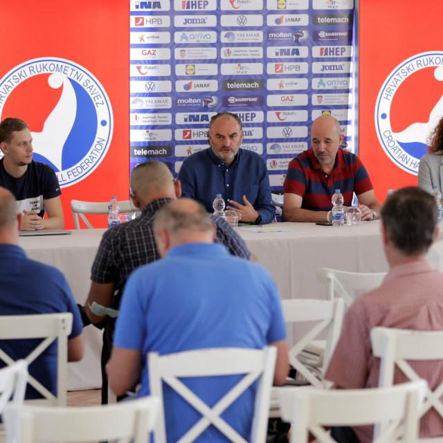 Hrvatski rukometni savez je najavio sezonu 2021./22. u Paket 24 Premijer ligi