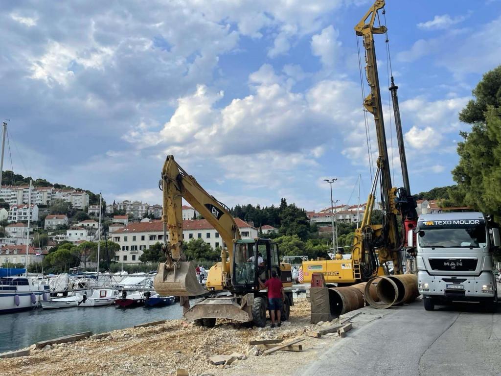 Postavljanje pilota uz izgradnju obalnog zida najsloženiji je dio rekonstrukcije Lapadske obale