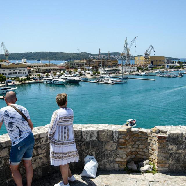 Na fotografiji: Pogled s kule na 'Brodotrogir' i marinu Končar
