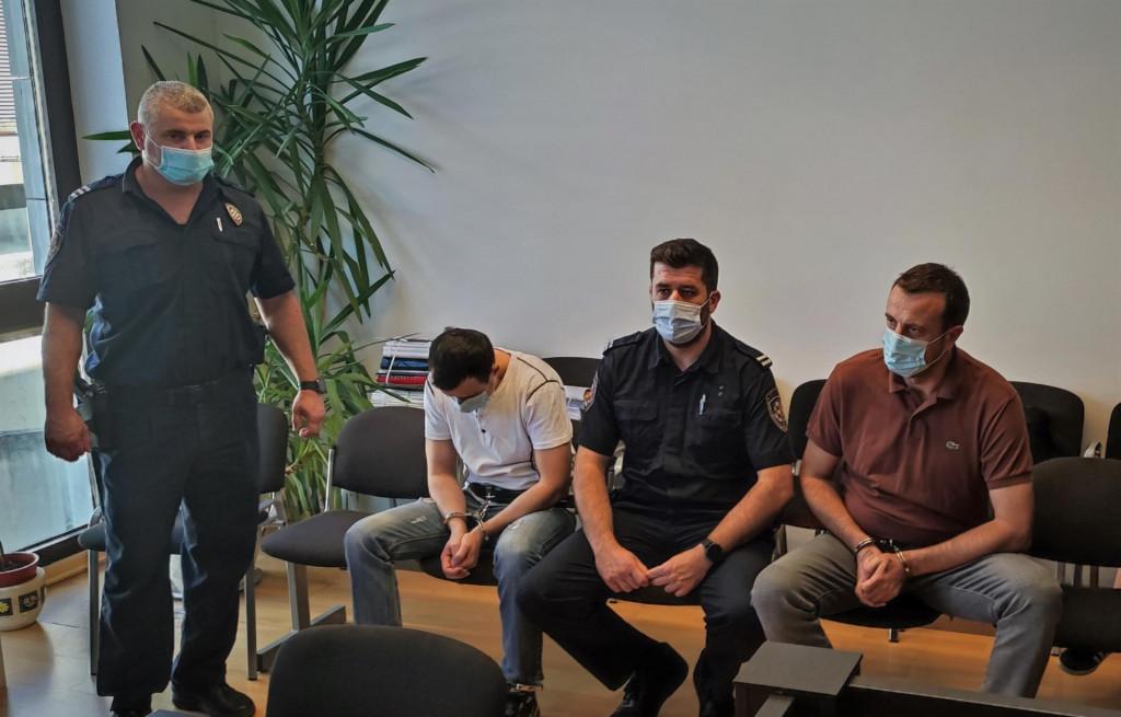 Izricanje presude Daliboru Cvijanoviću i Milanu Čoliću (pognute glave u bijeloj majici) za razbojništvo koje nije preživio makarski taksist Jozo Ćorić.