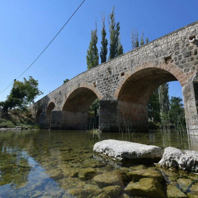 Znameniti Donji most preko Zrmanje iz 1885. godine, prepoznatljiva razglednica Žegara i Bukovice koja ima status spomenika kulture