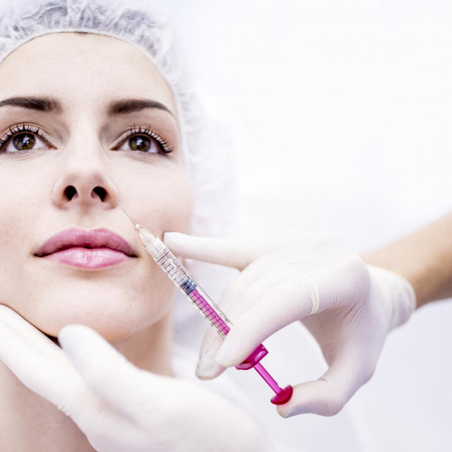 Young woman injecting botox injection on face, close-up. (Photo by SCIENCE PHOTO LIBRARY/R3F/Science Photo Library via AFP)