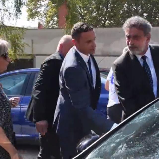 Ministar Radovan Fuchs šutke je odslušao prosvjednike