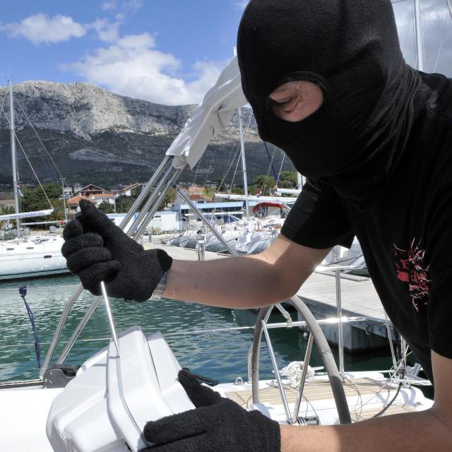 Većina marina ne preuzima odgovornost za krađe na plovilima