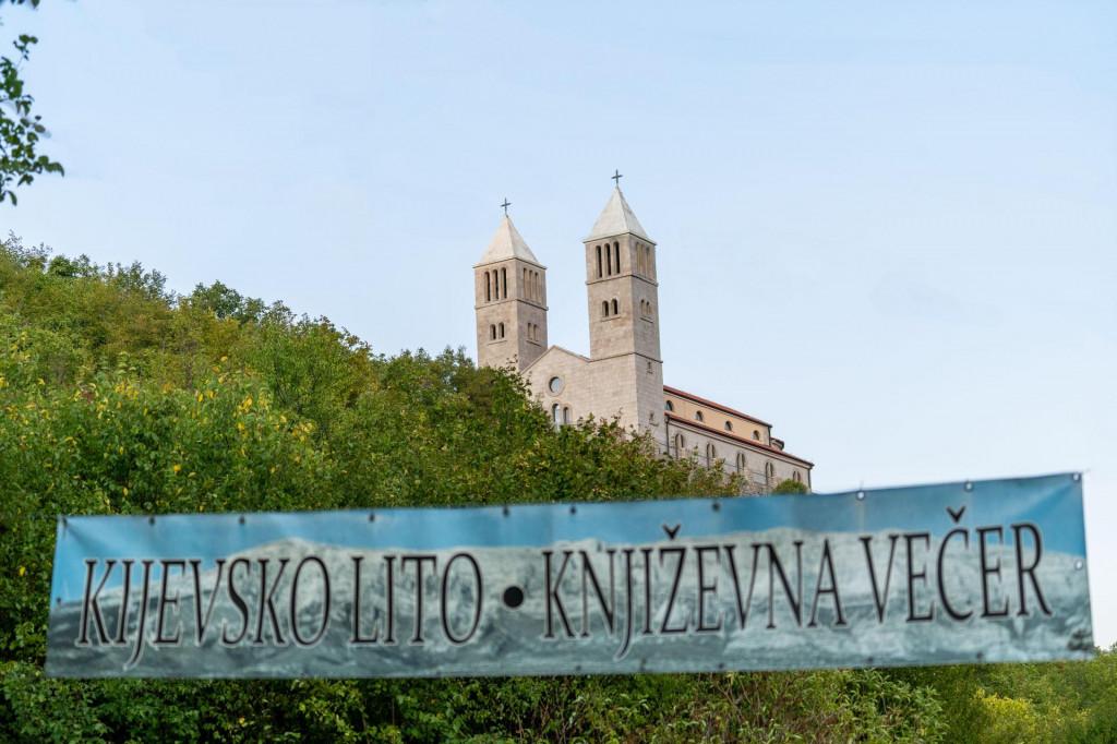 Pogled na župnu crkcu Svetog Mihovila