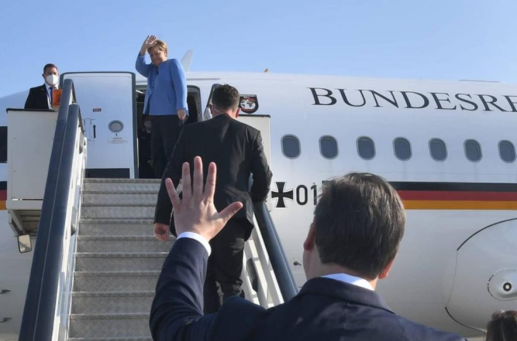 Vučić se na aerodromu pozdravio s njemačkom kancelarkom