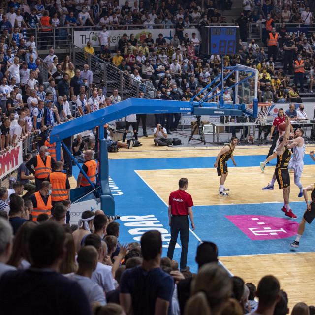 Zadar, 050621.<br /> Dvorana Jazine.<br /> Peta odlucujuca finalna utakmica HT Premijer lige za prvaka Hrvatske izmedu kosarkasa KK Zadar i KK Split.<br />