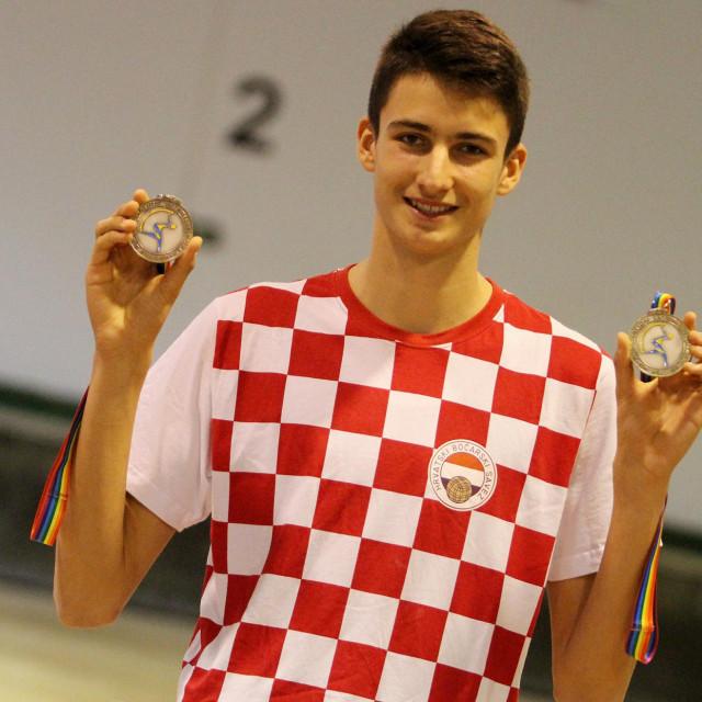 Luka Gašpar s dvije srebrne medalje osvojene na Svjetskom juniorskom prvenstvu 2018. godine