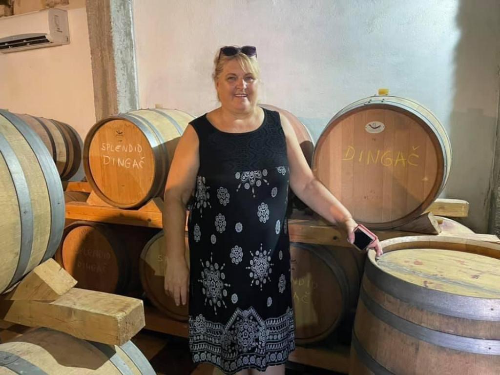 Marija Mrgudić u obiteljskoj vinariji