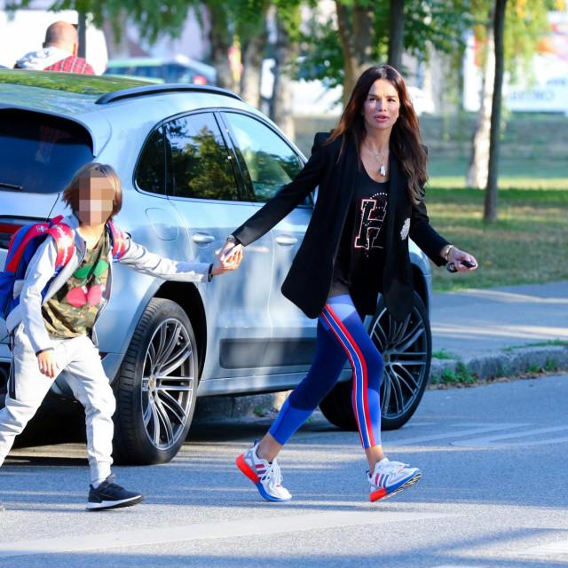 Zagreb, 070921.<br /> OS Matije Gupca.<br /> Pjevacica Severina dovodi sina Aleksandra u osnovnu skolu Matije Gupca.<br />