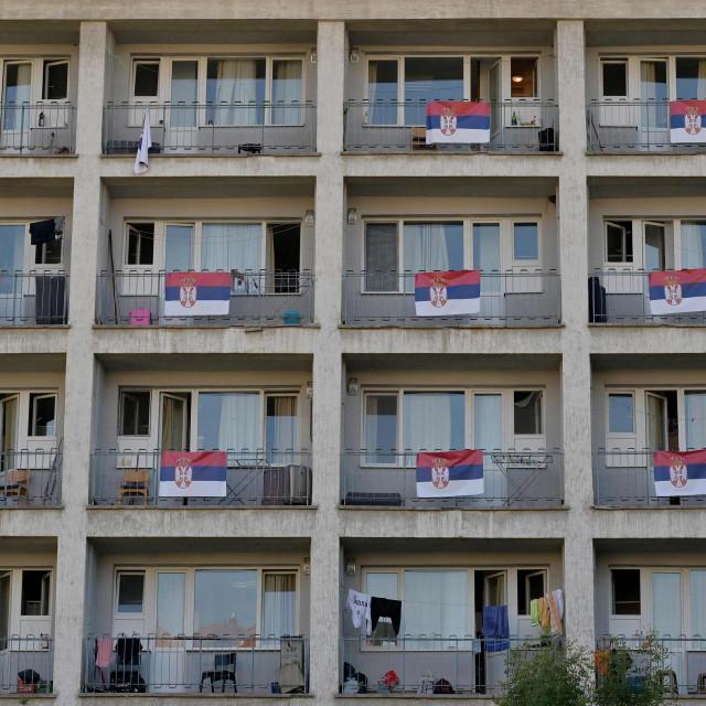 Pozivu srbijanske vlasti na isticanje zastave odazvala se natpolovična većina studentskoga doma u Beogradu