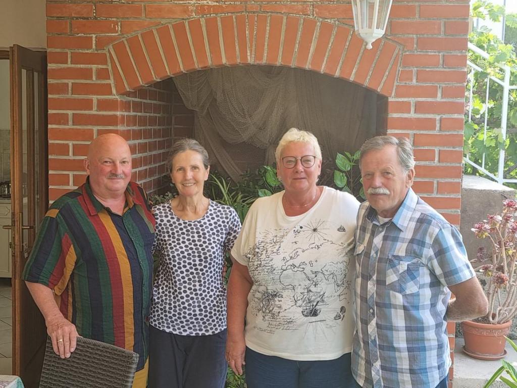 Bračni par Menzel dvadeset godina ljetuje u Slanome kod obitelji Mozara