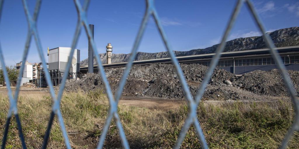 Kruti otpad od obrade plinova sadrži opasne tvari i neprikladno je uskladišten u krugu propale tvrtke
