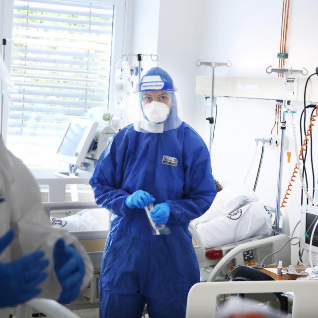 Liječnici su morali hitno poroditi majku (37) jer je postalo jasno da neće moći samostalno disati. Preminula je uskoro nakon toga (ilustracija)