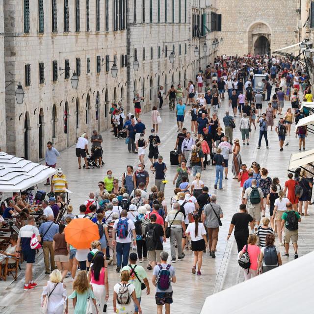 Dubrovnik, 170921. Unatoc porastu oboljelih od korone i priblizavanju kraja turisticke sezone, dubrovacke ulice su jos pune turista.