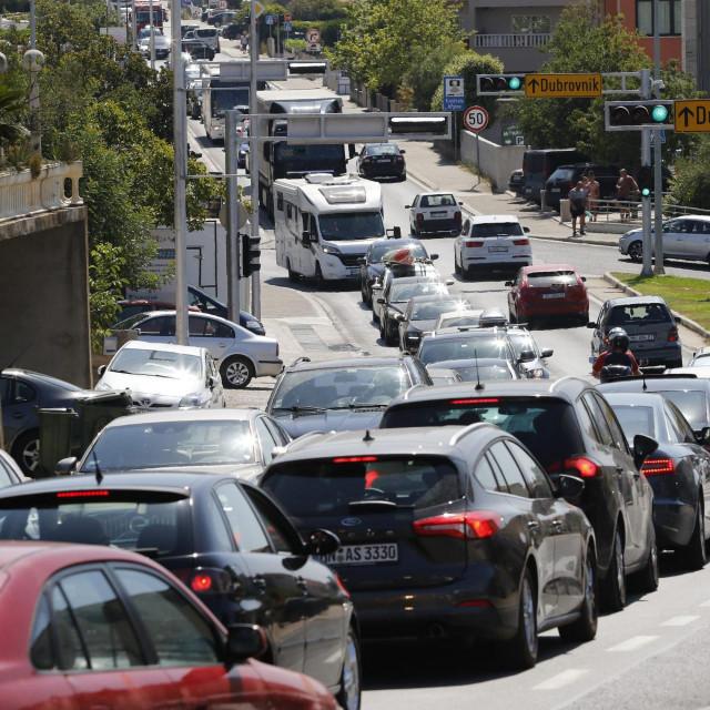 Registracije novih automobila pale su 18 posto u kolovozu i 24 posto u srpnju u odnosu na prošlogodišnje razine (ilustracija)