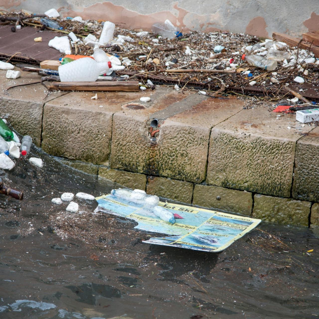 """""""Nalet"""" plastičnog otpada na more u Dubrovniku"""